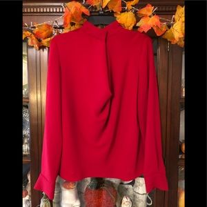 Elizabeth and James Red Snap Collar 👚 Blouse~M